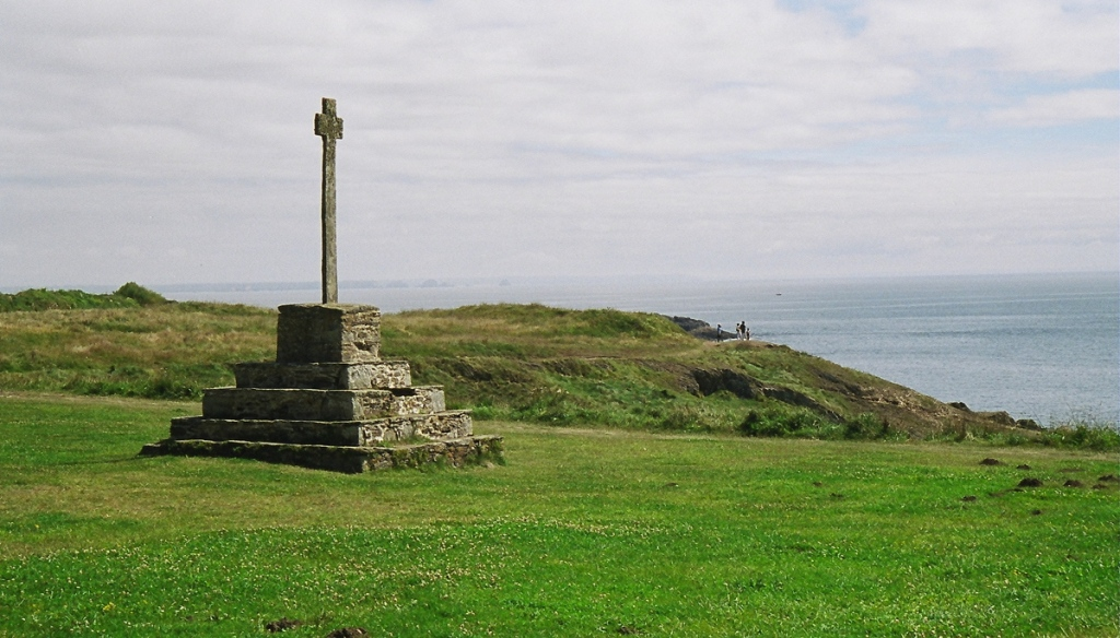 Pointe St Matthieu - Britany (France) July 2003 - Minolta Vectis S1