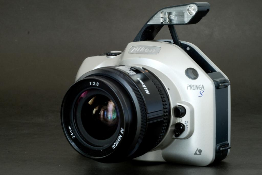 Nikon Pronea S (flash deployed)