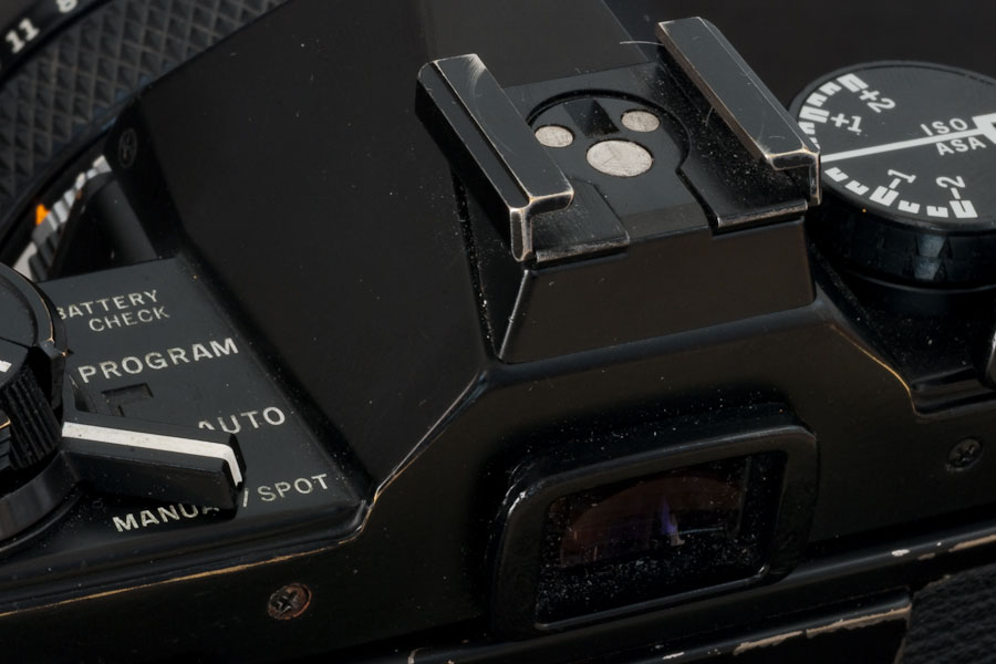 Olympus OM-2s - close-up (back)