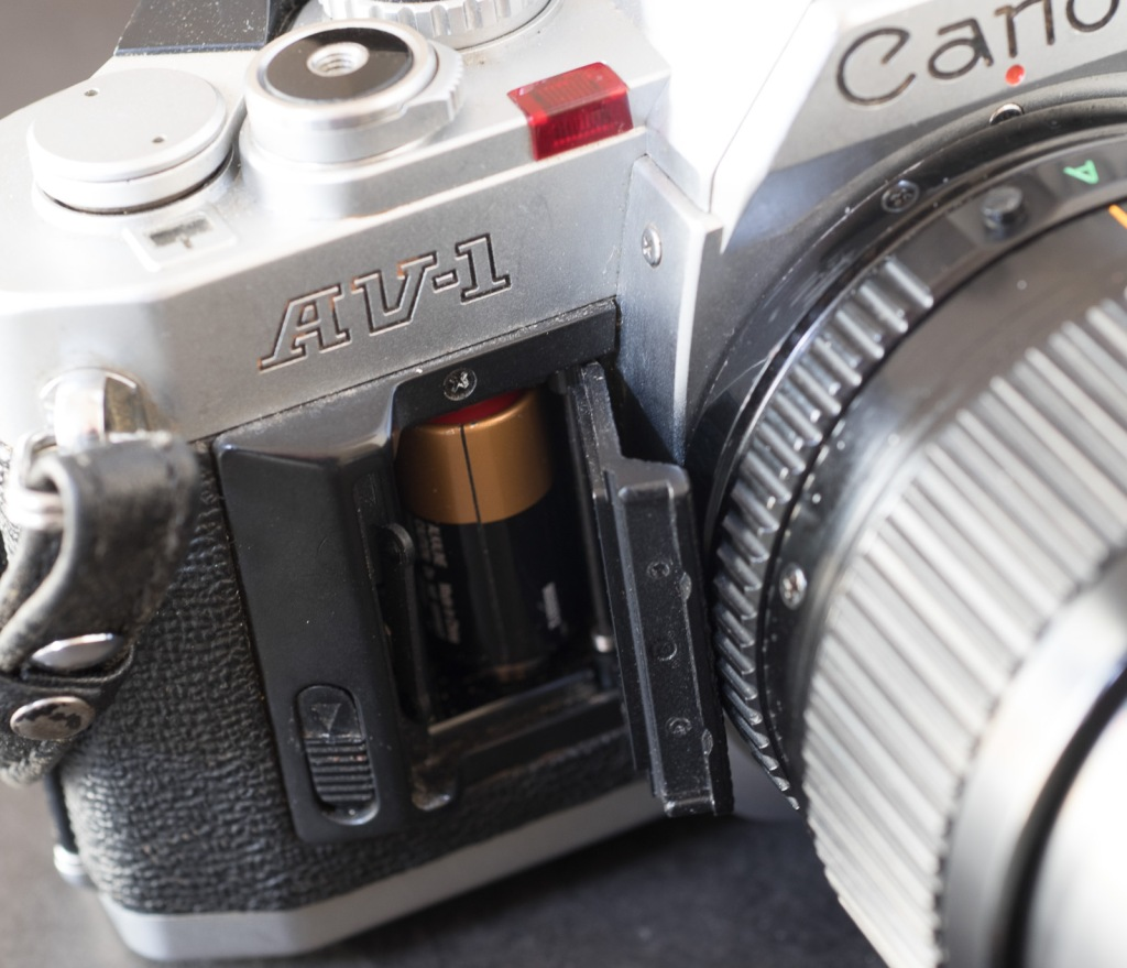 Canon AV-1 - The battery door is broken, but it does not prevent the camera from working.