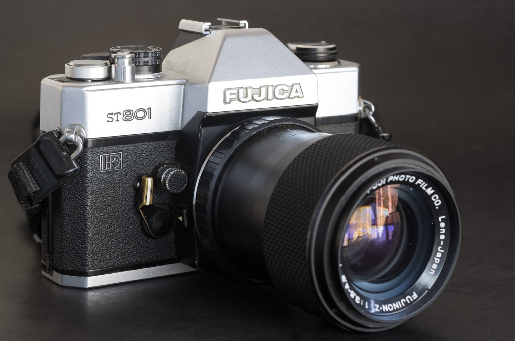 Fujica ST 801 (launched in 1972) and zoom Fujinon-Z 43-75mm (launched 1977).