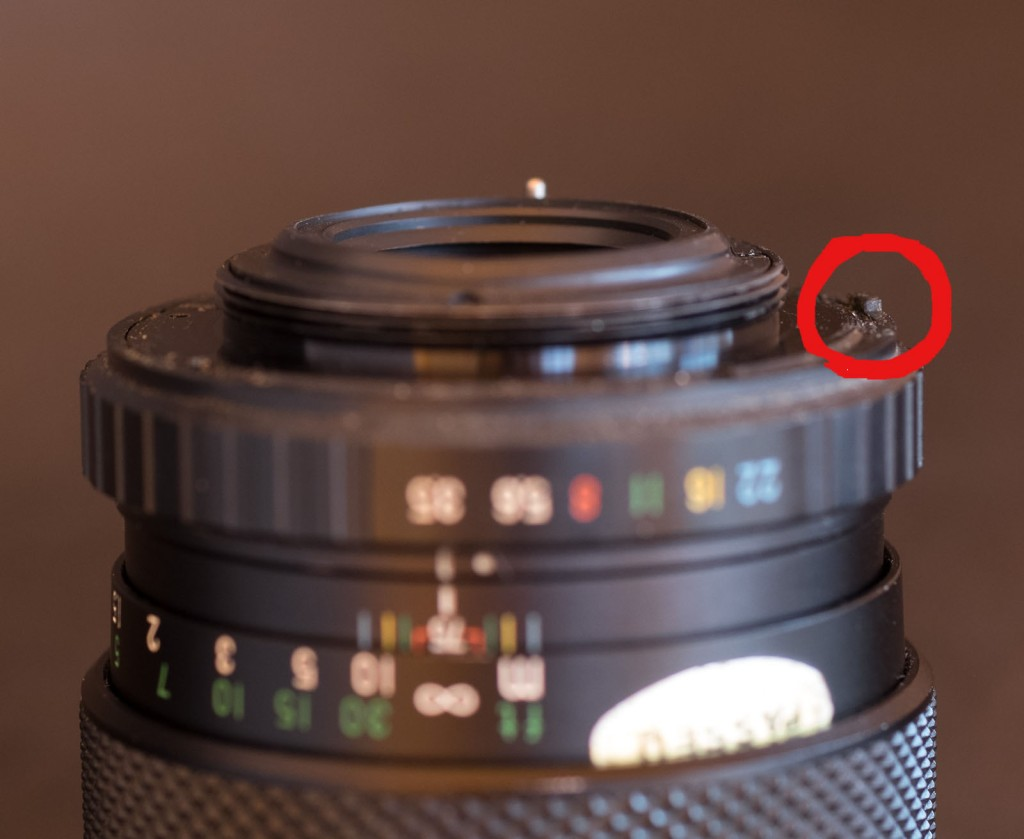 Fuji's implementation of full aperture metering on m42: a tab at the periphery of the aperture ring will push a pin on a ring on the body