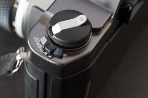 Olympus OM-2000 - the Spot metering selector