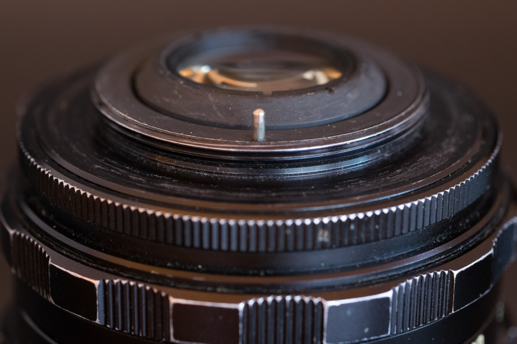 "M42 Lens mount - this lens is designed for ""auto"" preselection. It stays at full aperture until the pin is pushed to stop down position."