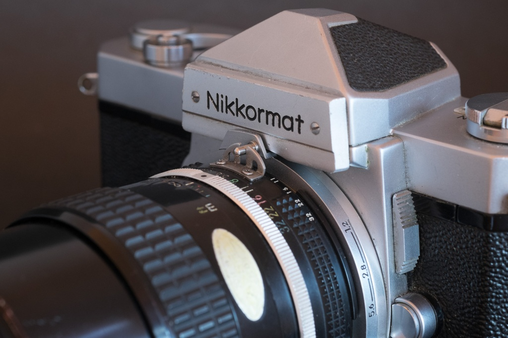 "Before the adoption of Auto-Indexing, Nikon lenses used a metallic fork (""the rabbit ears"") to transmit the preselected aperture to the metering system of the camera."